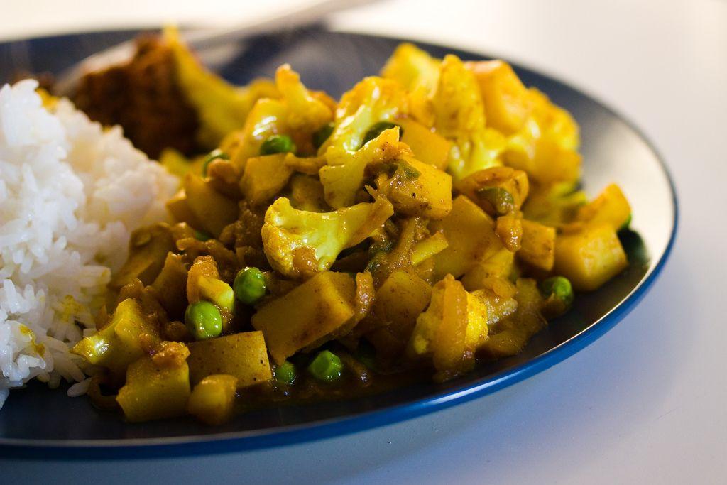 Vegan indian food recipe crisp gobi matar cauliflower and peas vegan indian food recipe crisp gobi matar cauliflower and peas forumfinder Images