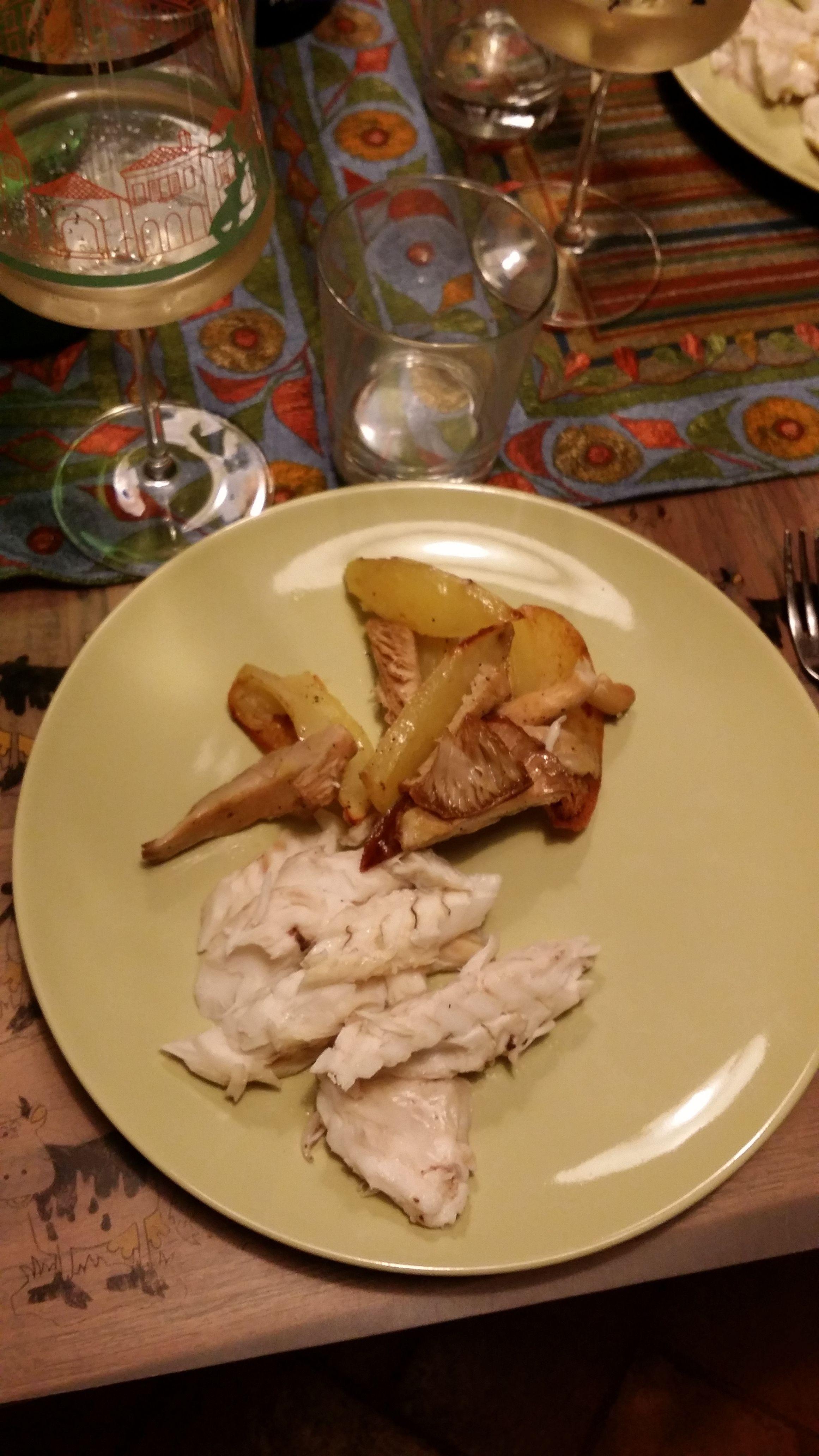 my sea bass mushrooms and potatoes yummi!