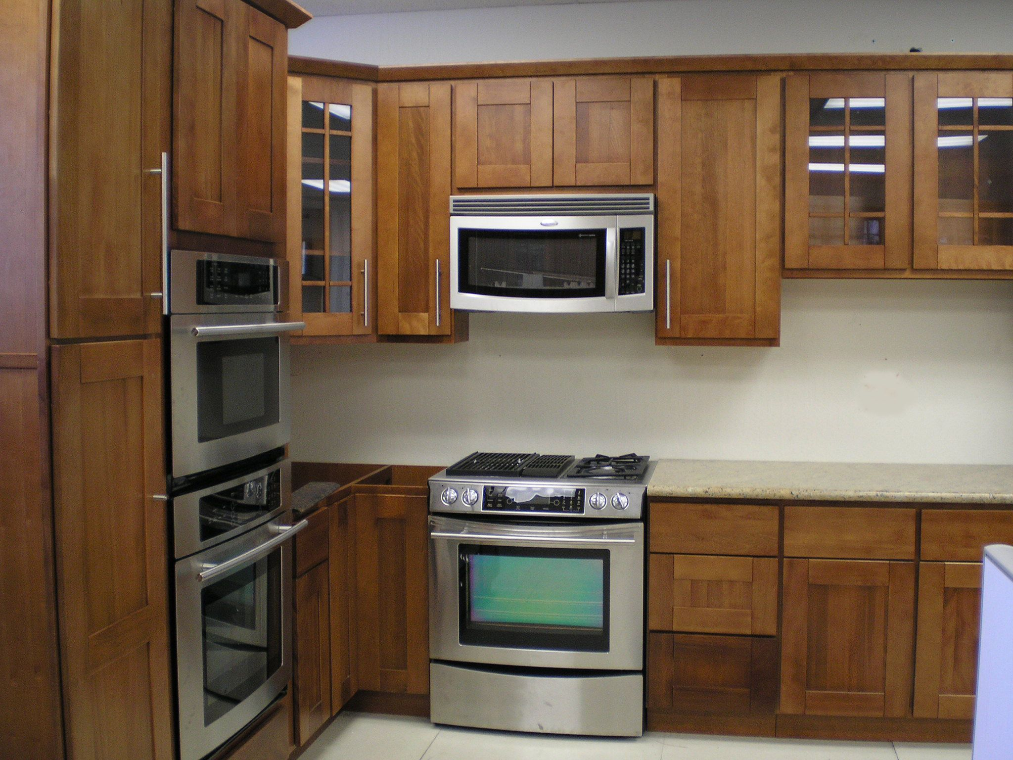 Kitchen cabinets corner oven - Kitchen Cabinets Closeout Kitchen Cabinets On Raised Panel Shaker Style Toffee Finish
