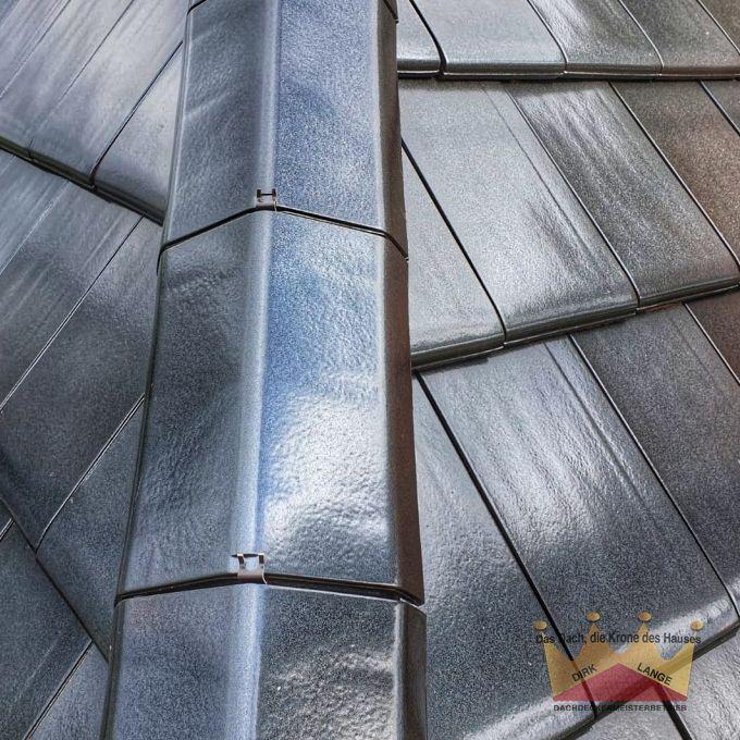 Hier sehen Sie unsere Dachdecker bei einer Dachsanierung