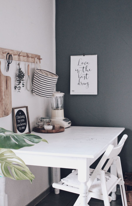 DIY Küche Neu Gestalten   Mit Tafelfarbe Küchenwände Schnell Und Einfach  Umgestalten. Küche Dekorieren Und