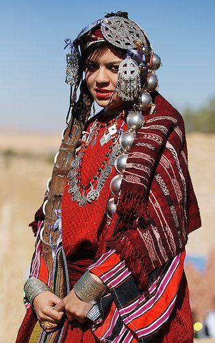 Cautand femeia Maroc.