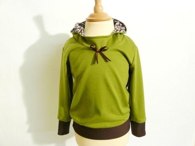 *Hübscher Kids-Kapuzenpullover in frühlingshaftem Grün & Braun.    Der Hoody wurde aus Romanit-Jersey gefertigt,welcher von der Griffigkeit in etwa zw