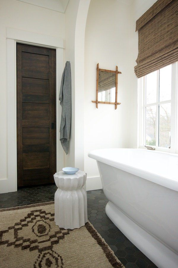 This Black & White Home Is Timeless! Best bathtubs