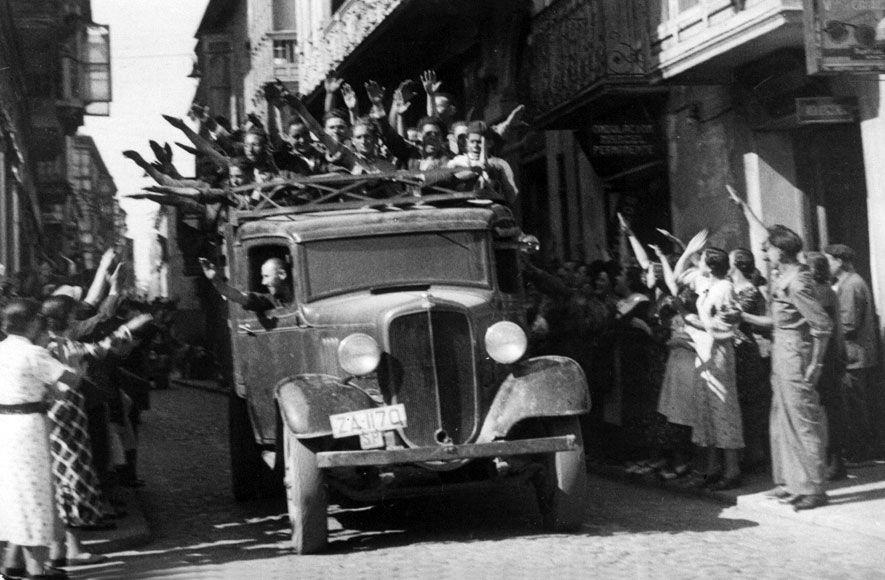 Resultado de imagen para Voluntarios nacionalistas entran en Zamora brazo en alto,