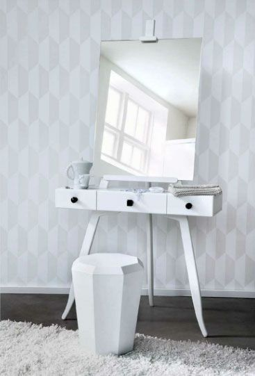 instant vanity with easel mirror