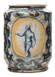 Albarello VENISE fin XVIéme Siecle ALBARELLO polychromes, XVI siècle à Venise décor polychrome floral sur fond bleu et des figures de saints dans les réserves ovales, hauteur 32 cm