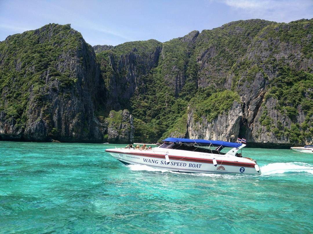 #traveling #travel #getaway #holiday #vacation #phiphi #thailand #beach #sea #instago #instavacation #holidays #blue #nature #beautifulnature #beautifulbeahes #dnescestujem #instapic #instanature #instabeaches by kattington