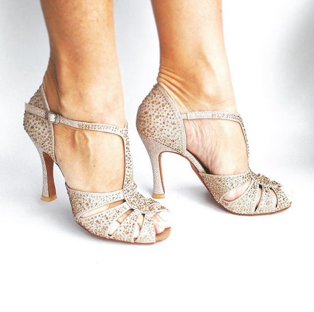 Scarpe Sposa Latina.Pin Di Lorella Spina Su Accessori Scarpe Da Ballo Scarpe Da
