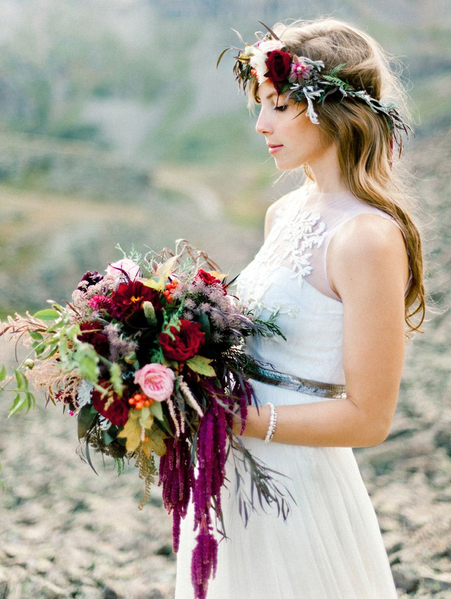 ramo con diadema de flores a juego