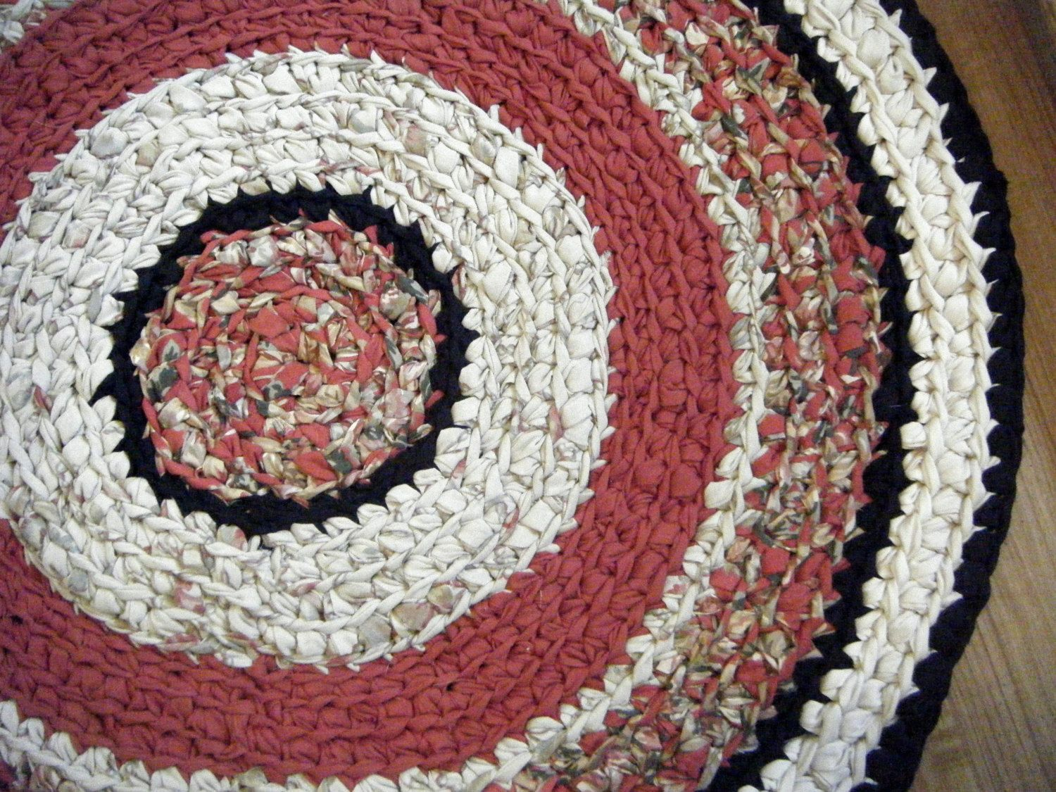 Red And Black 3 Foot Round Rug For Etsy Rugs Round Rugs Handmade Rugs
