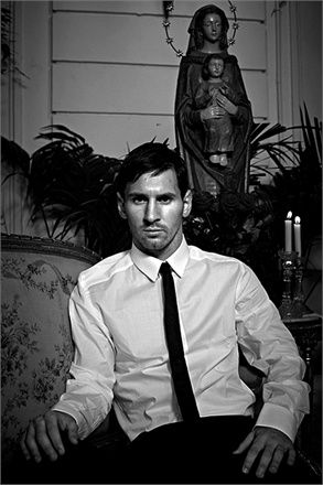 dolce-gabbana---lionel-andres-messi-by-domenico-dolce--8--1111147_0x440.jpg (293×440)