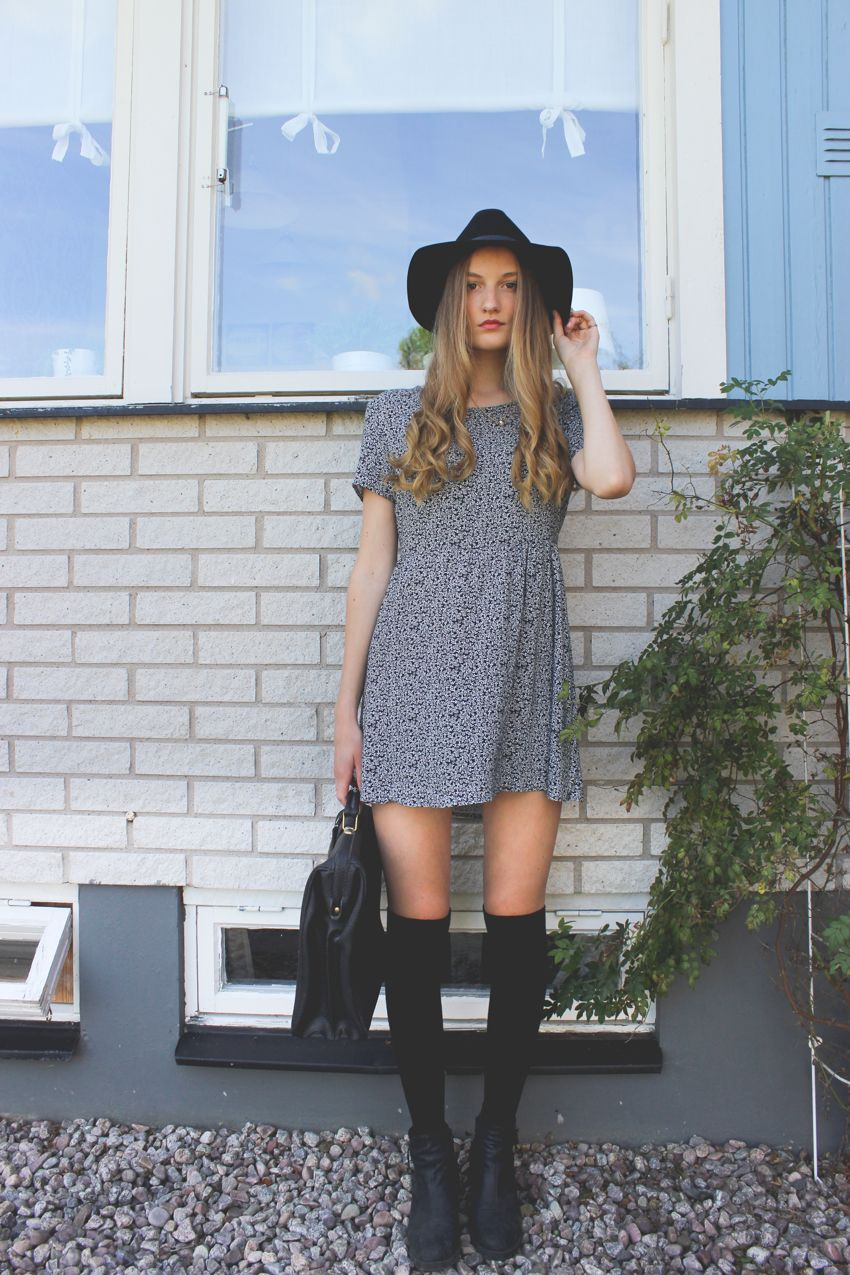 Smock dress hat overknee socks boots and a vintage bag schön
