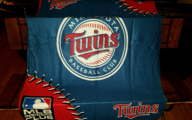MLB Minnesota twins 44x60 throw blanket unisex 100% polyester NIP .