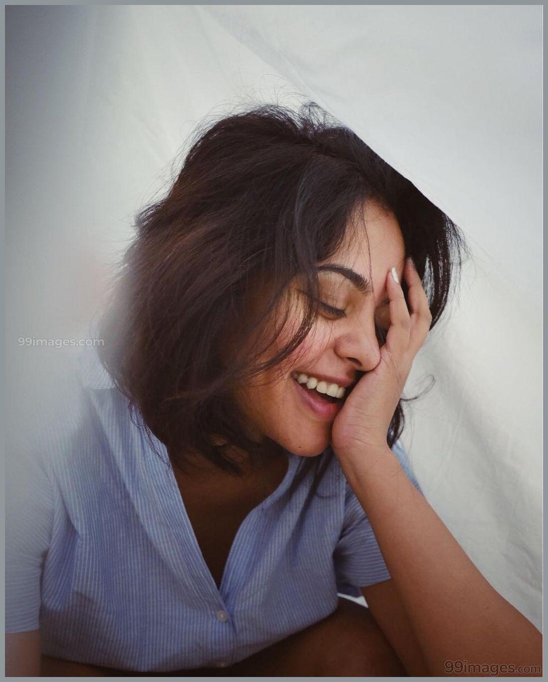 Bindu Madhavi Beautiful HD Photoshoot Stills & Mobile Wallpapers HD (1080p)
