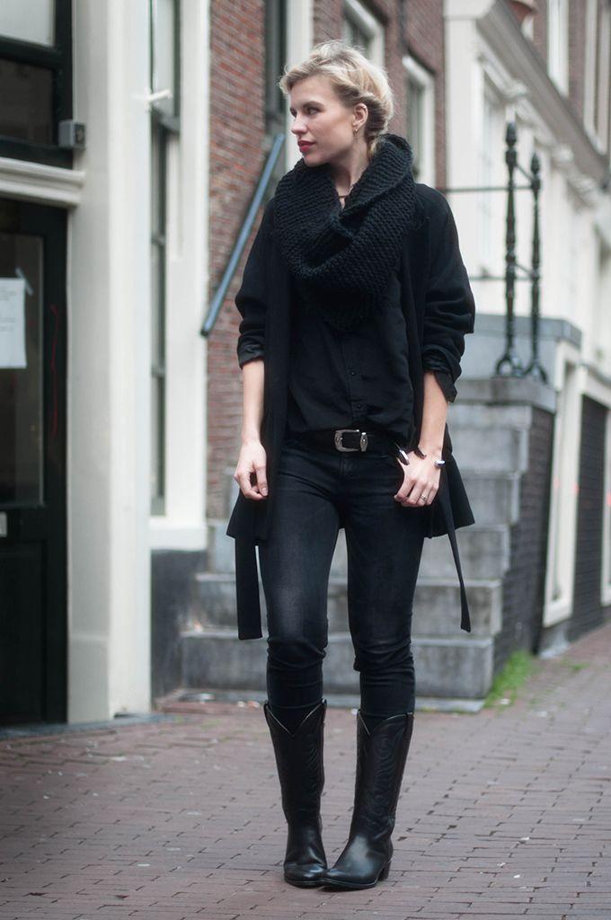 Outfit: zwarte cowboylaarzen van Sacha   Marloes Daily