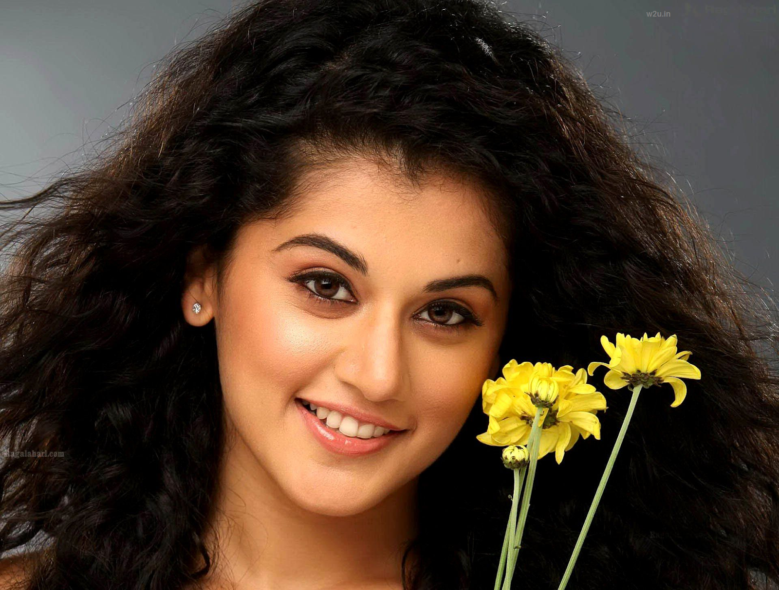 Actress Taapsee Pannu Latest Hd Wallpapers And Images Download Taapsee Pannu Is An Indian Model And Actr Taapsee Pannu Becoming An Actress Cute Baby Pictures