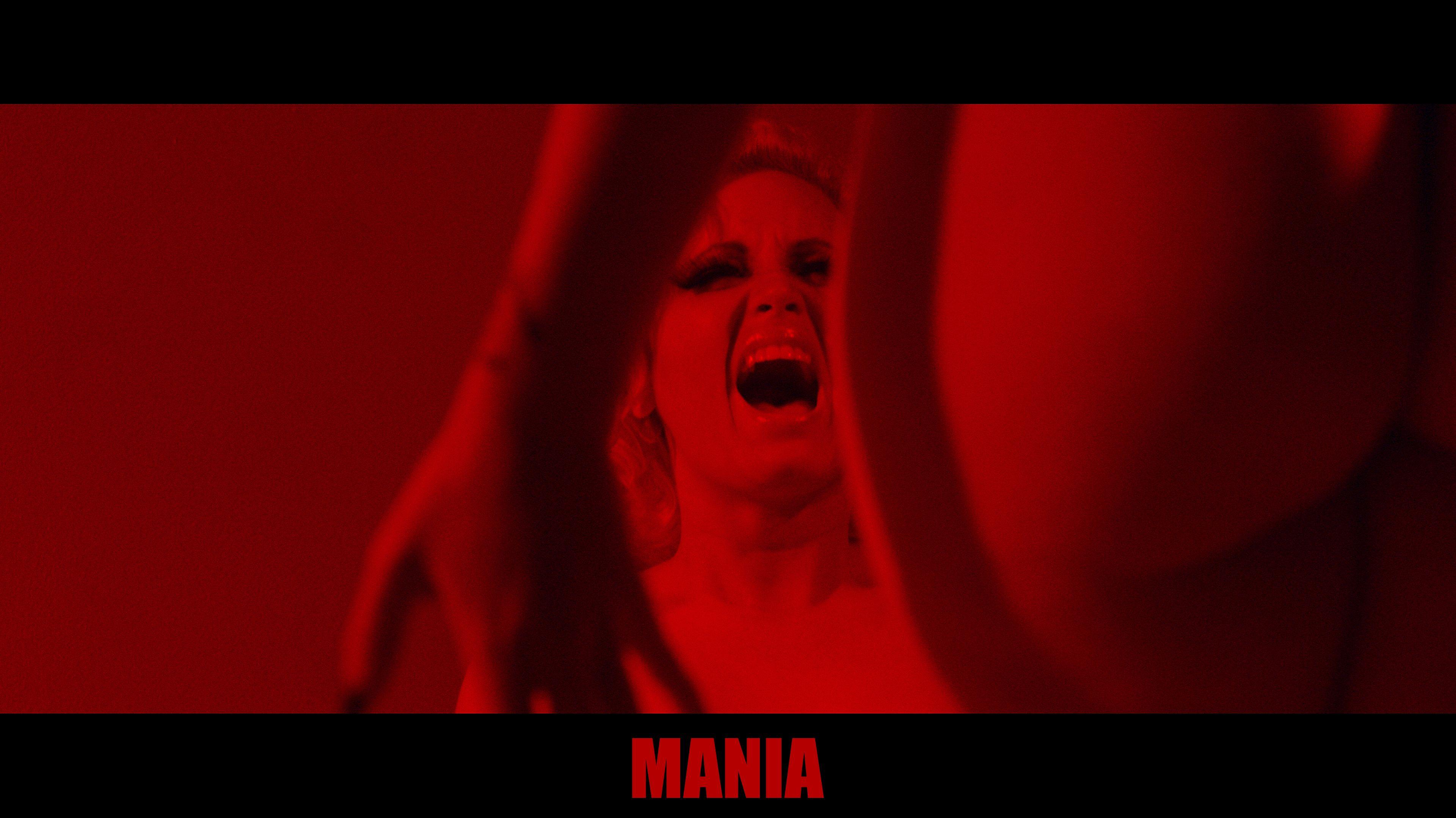 Mel-in-red-room.jpg (3840×2160) | Halloween Horror Boudoir ...
