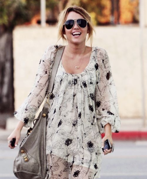Miley Cyrus dress is super cute!! in 2019 | Miley cyrus ...Miley Cyrus Bohemian Style
