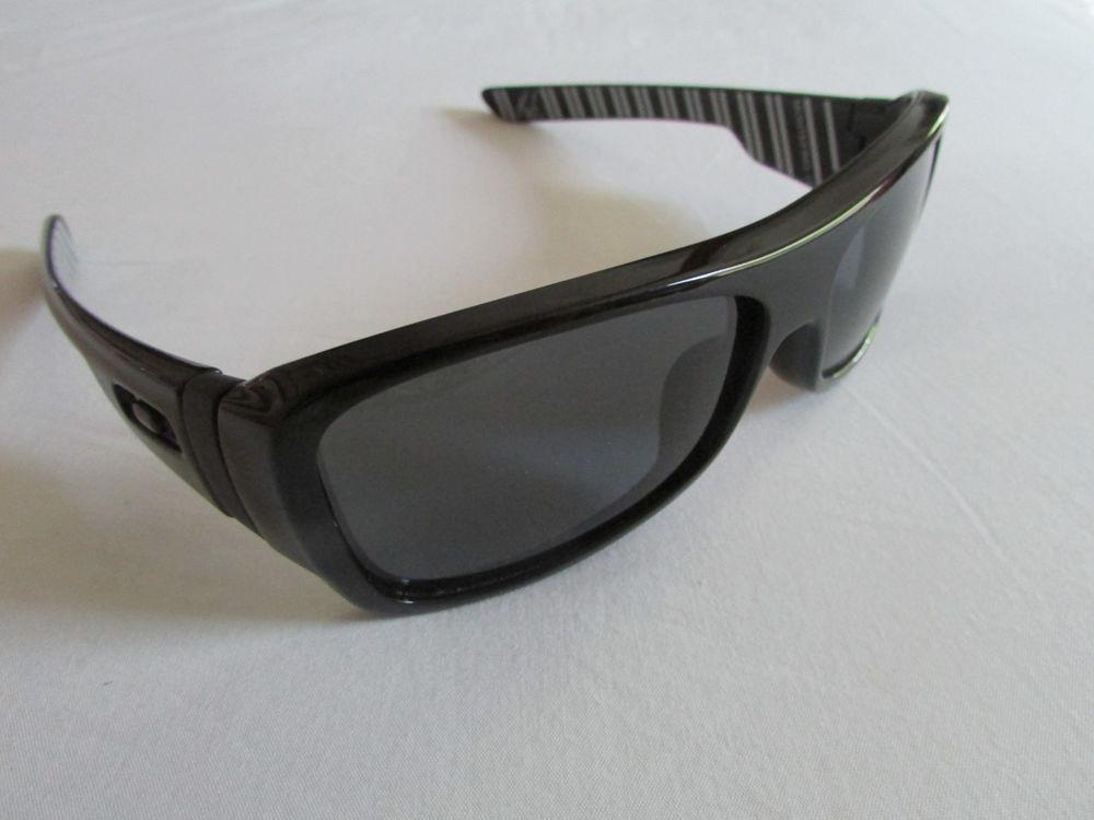 4b05fa7061 Oakley Montefrio Sunglasses Shaun White Edition Polished Black Pinstripe  Rare  fashion  clothing  shoes  accessories  mensaccessories ...