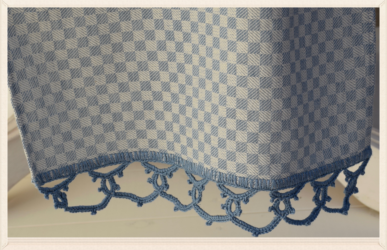 Fante di Quadri Table Runner trimmed with lace