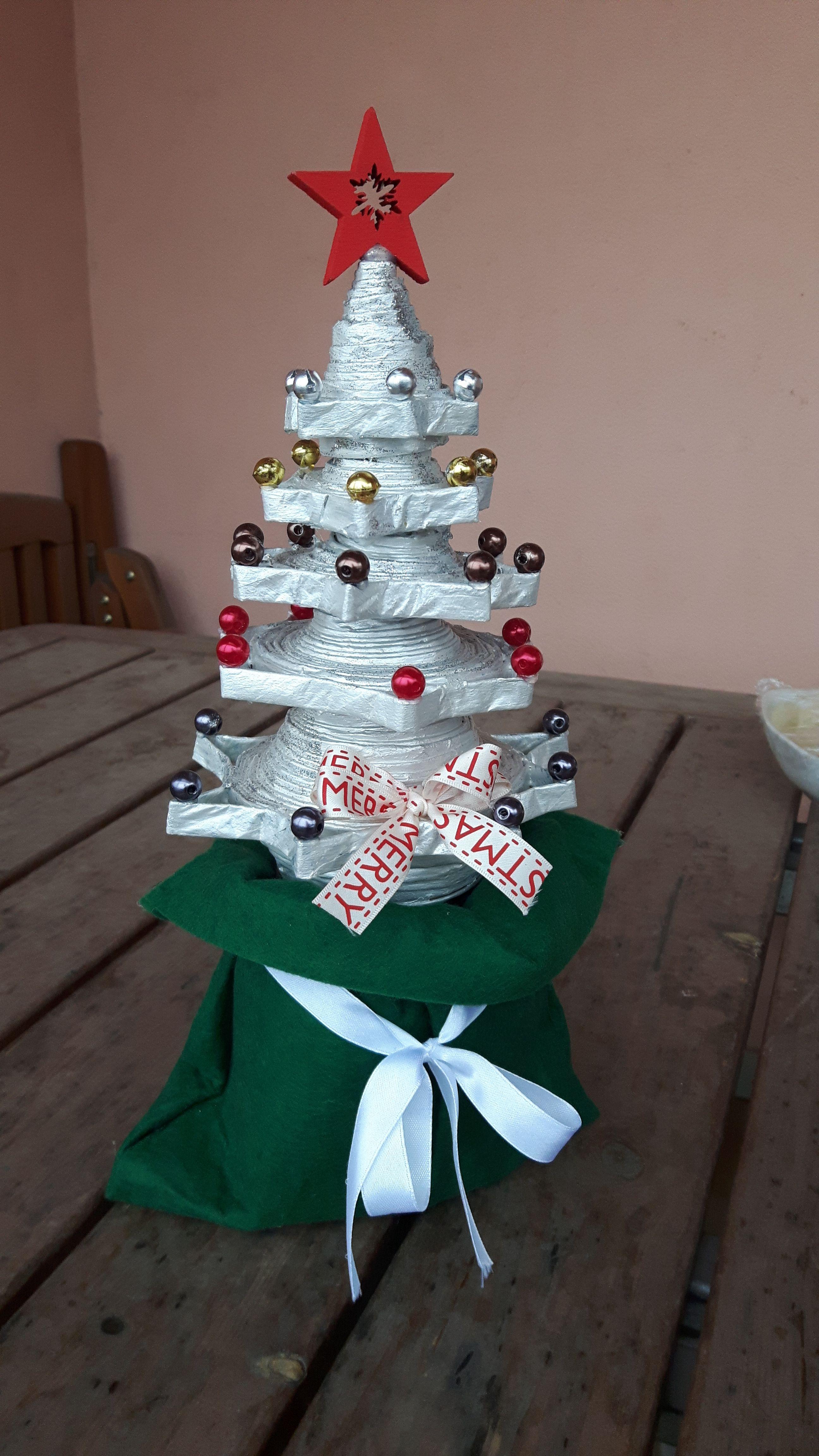 Albero Di Natale Con Cannucce Di Carta.Albero Di Natale Con Cannucce Di Carta Artist Agnese Redaelli