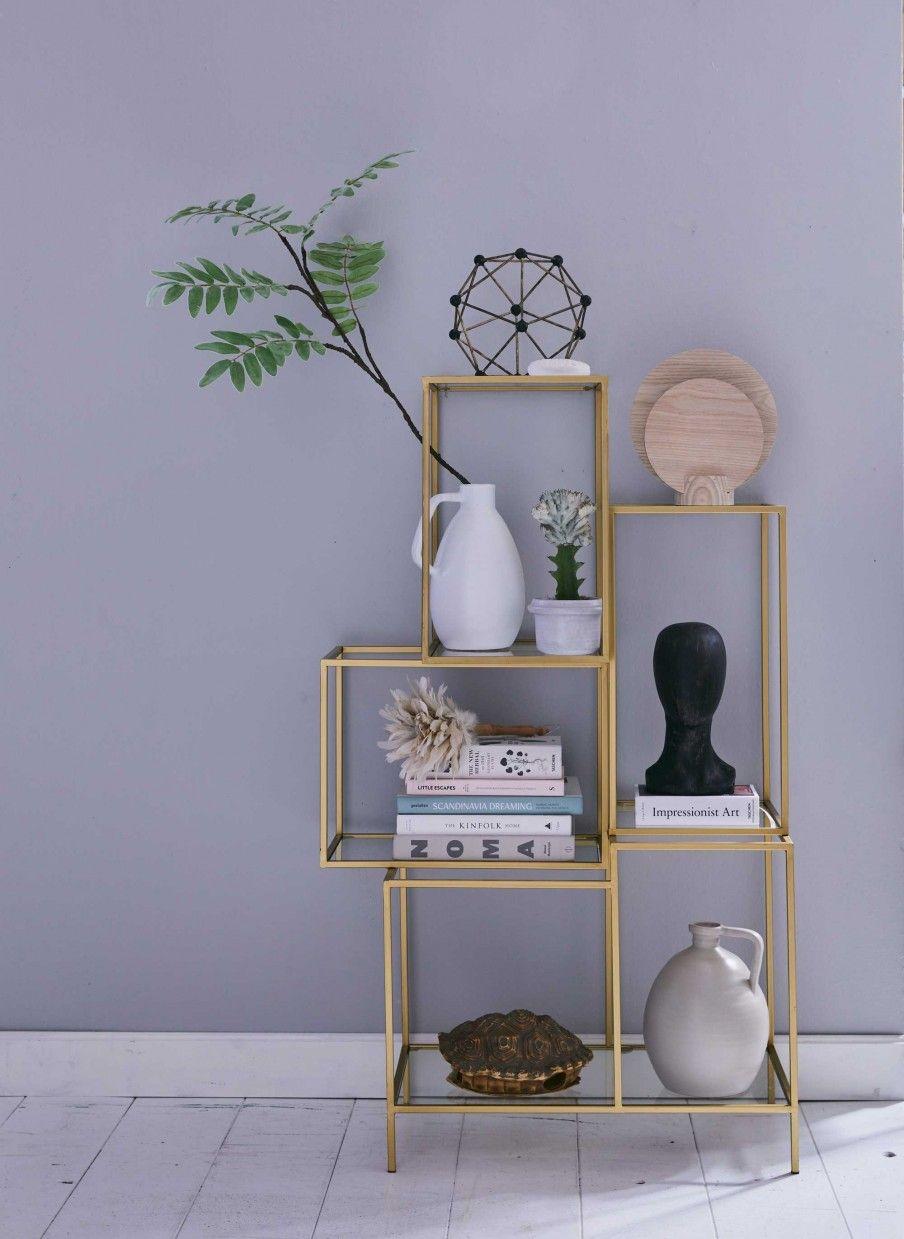 gouden open kast tegen lila muur #interieur #interior | woonkamer ...