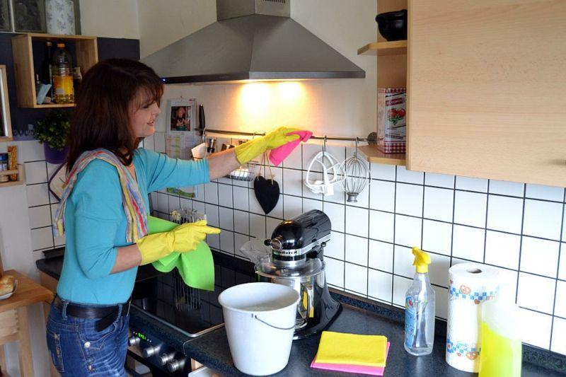 Fettflecken entfernen u2013 Tipps und Tricks, die jede Hausfrau wissen - küche putzen tipps