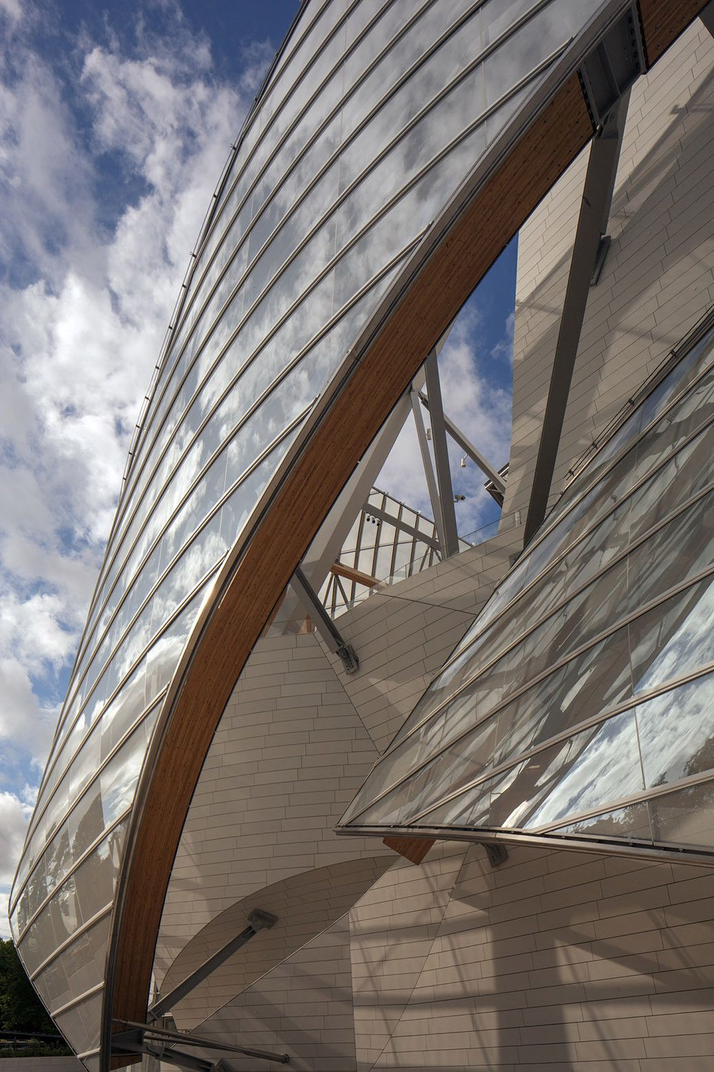 Gehry's Fondation Louis Vuitton in Paris: The Critics Respond,© Todd Eberle