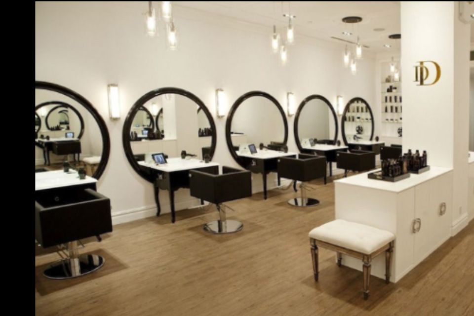 This Layout With Big Round Mirrors Makeup In Center Hair And Beauty Salon Beauty Salon Decor Hair Salon Interior
