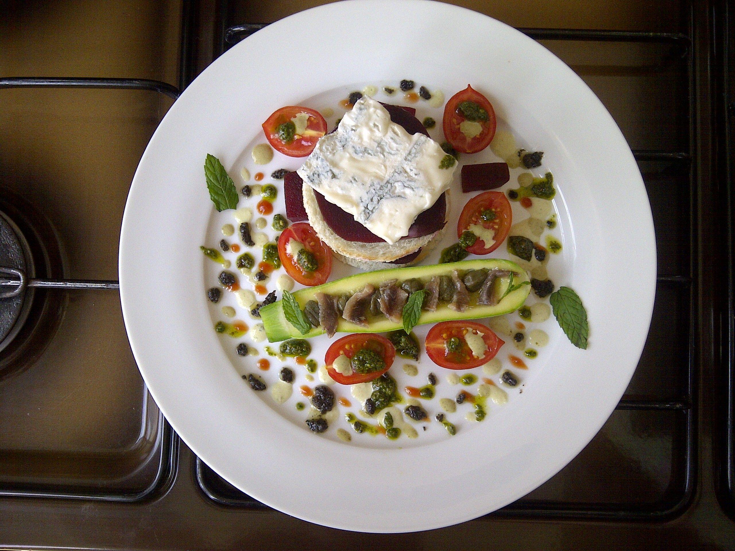Dans   betterave  fromage  gorgonzola  courgettes  tomates   sauce  et    tant    autre   Gino D'Aquino