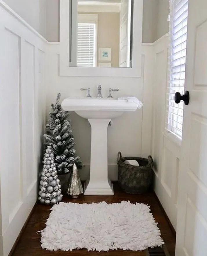 20 Amazing Christmas Bathroom Decorations That Will Amaze You 20 Christmas Bathroom Christmas Bathroom Decor Christmas Decorations Living Room