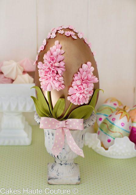 Huevo de pascua de chocolate con jacintos de azúcar de patricia Arribalzaga