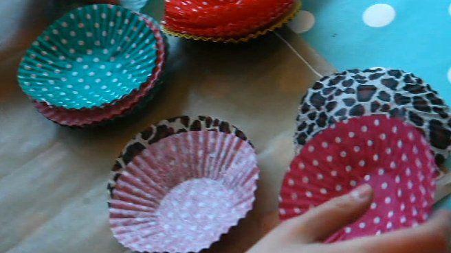 Boules décoratives à partir de caissettes à gâteaux
