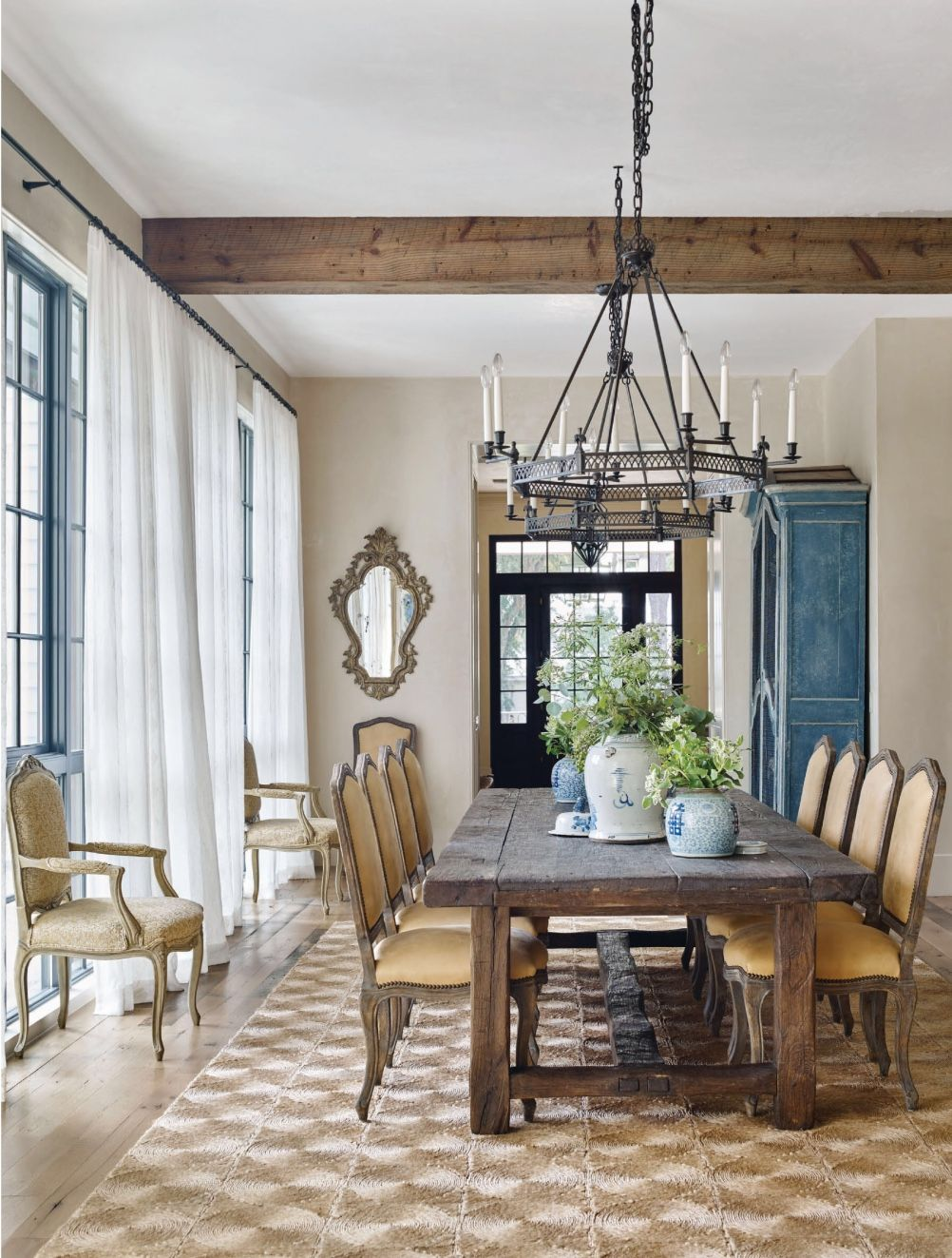 Traditional Home Tour A Home With A Perfect Balance Of Modern And Traditional Dining Room Table Decor Farmhouse Dining Dining Room Design