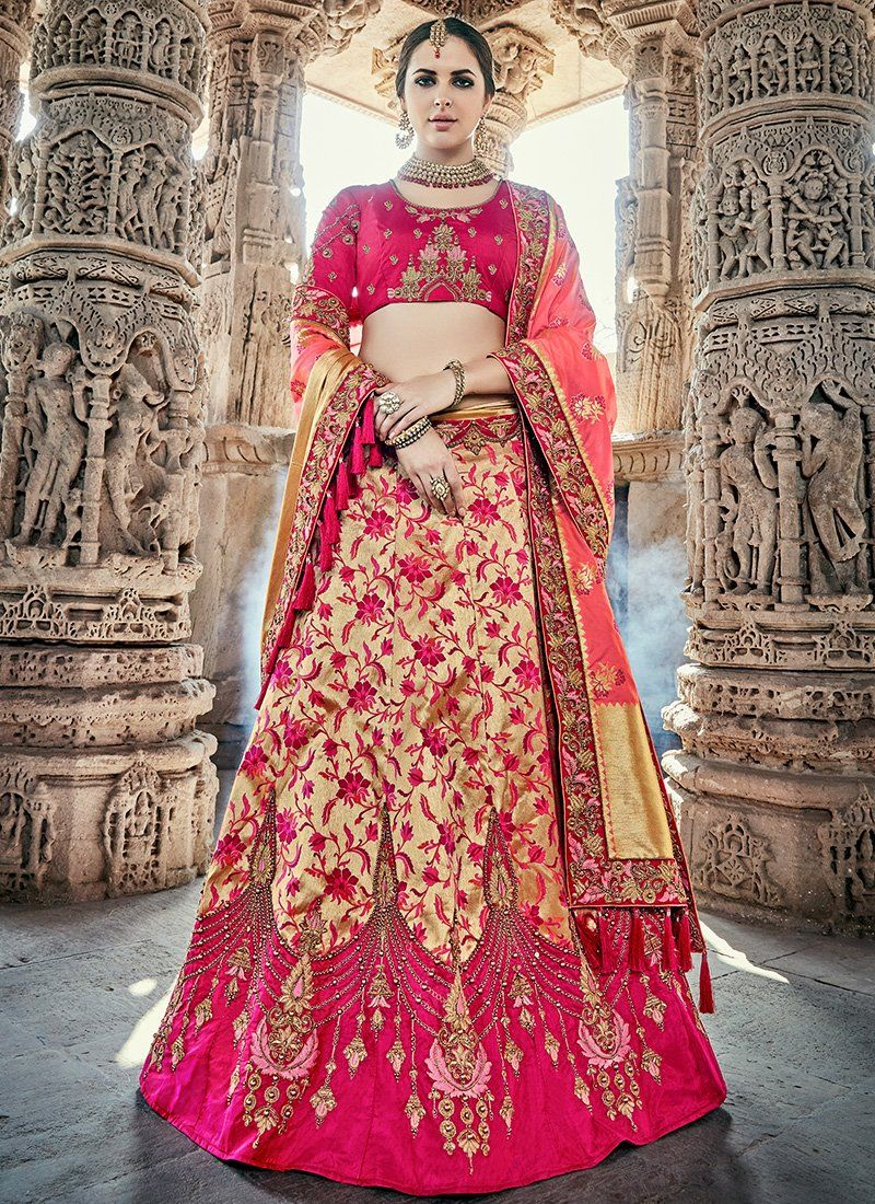 f0217ec17a Beautiful Bridal Lehenga online for Marriage at Mirraw Shopping. Buy Indian wedding  lehengas with varieties of designs and collection for women on best ...