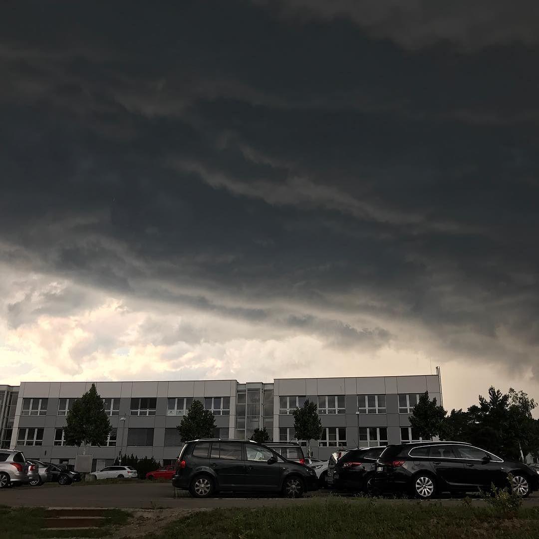 Rechtzeitig losgefahren.  #Wetter #regen #Unwetter #wolken #berlingrey #istaberbrandenburg