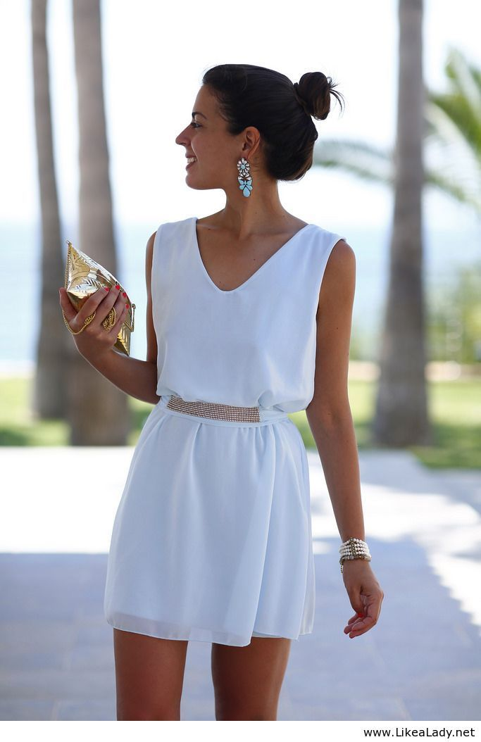 Sweet white dress and golden accessories for Summer | Dresses ...