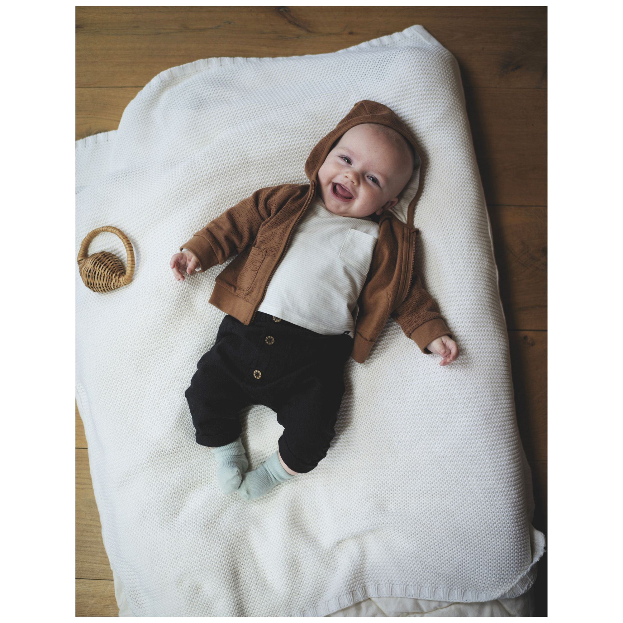 Dit Petit Newborn Jongens Vestje Met Capuchon Is Gemaakt