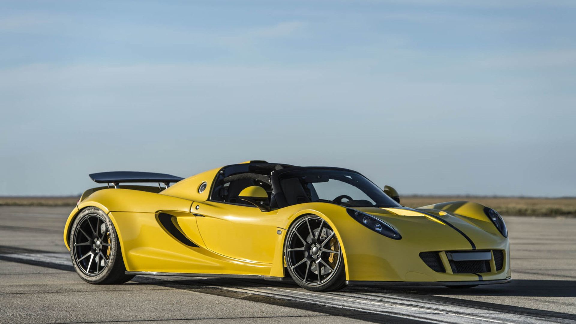 The World S Fastest Convertible Is Now The Hennessey Venom Gt Spyder Hennessey Venom Gt Hennessey Classic Cars Muscle