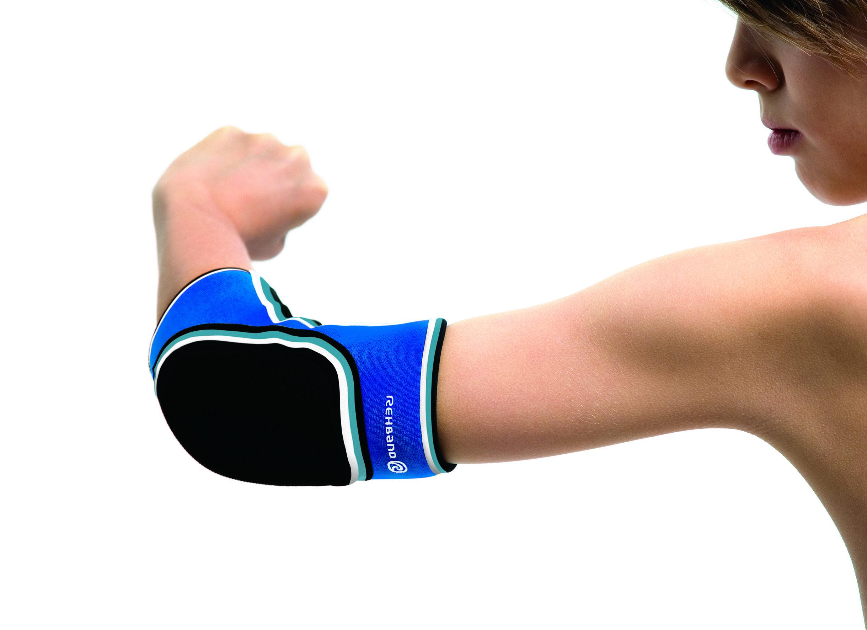 De Rehband elleboogbeschermer 7727 is voor alle jonge handbalspelers een betrouwbare bescherming voor de elleboog. De brace biedt optimale bewegingsvrijheid en is bovendien erg duurzaam.