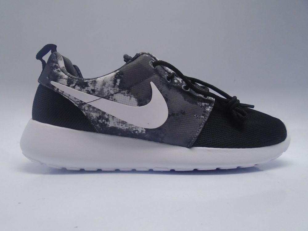 Black · (599432-010) WOMEN'S NIKE ROSHE RUN PRINT BLACK/WHITE/COOL GREY