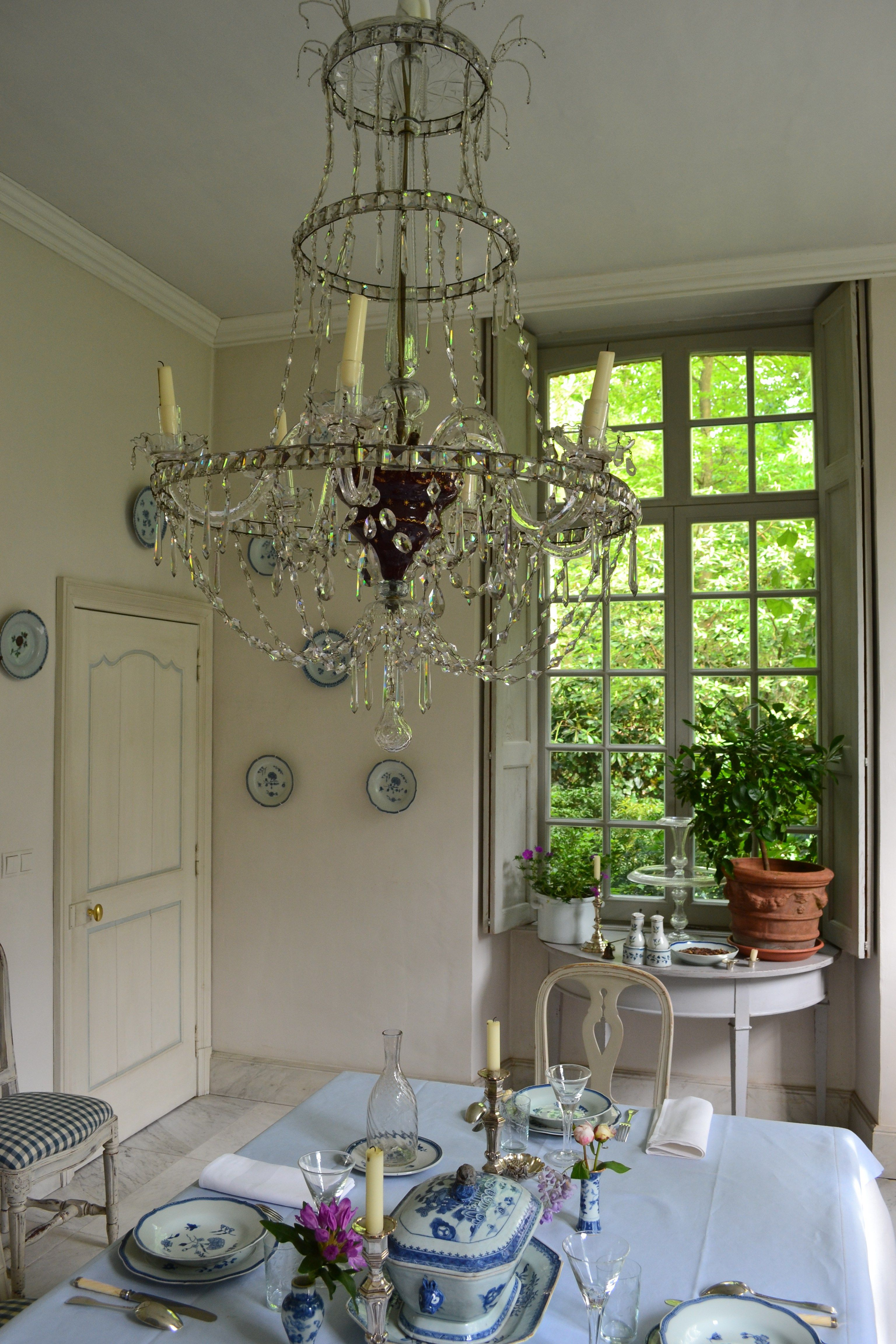 crystal chandelier in dining room