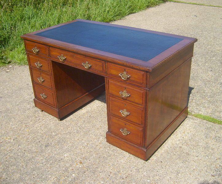 4ft Victorian Pedestal Desk 4ft Victorian Mahogany Desk Of Maple Co Design Deco Maison Bureau Maison