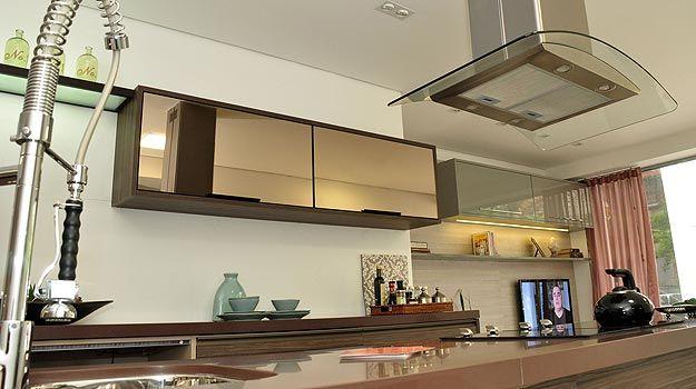 cozinha planejada com vidro espelhado