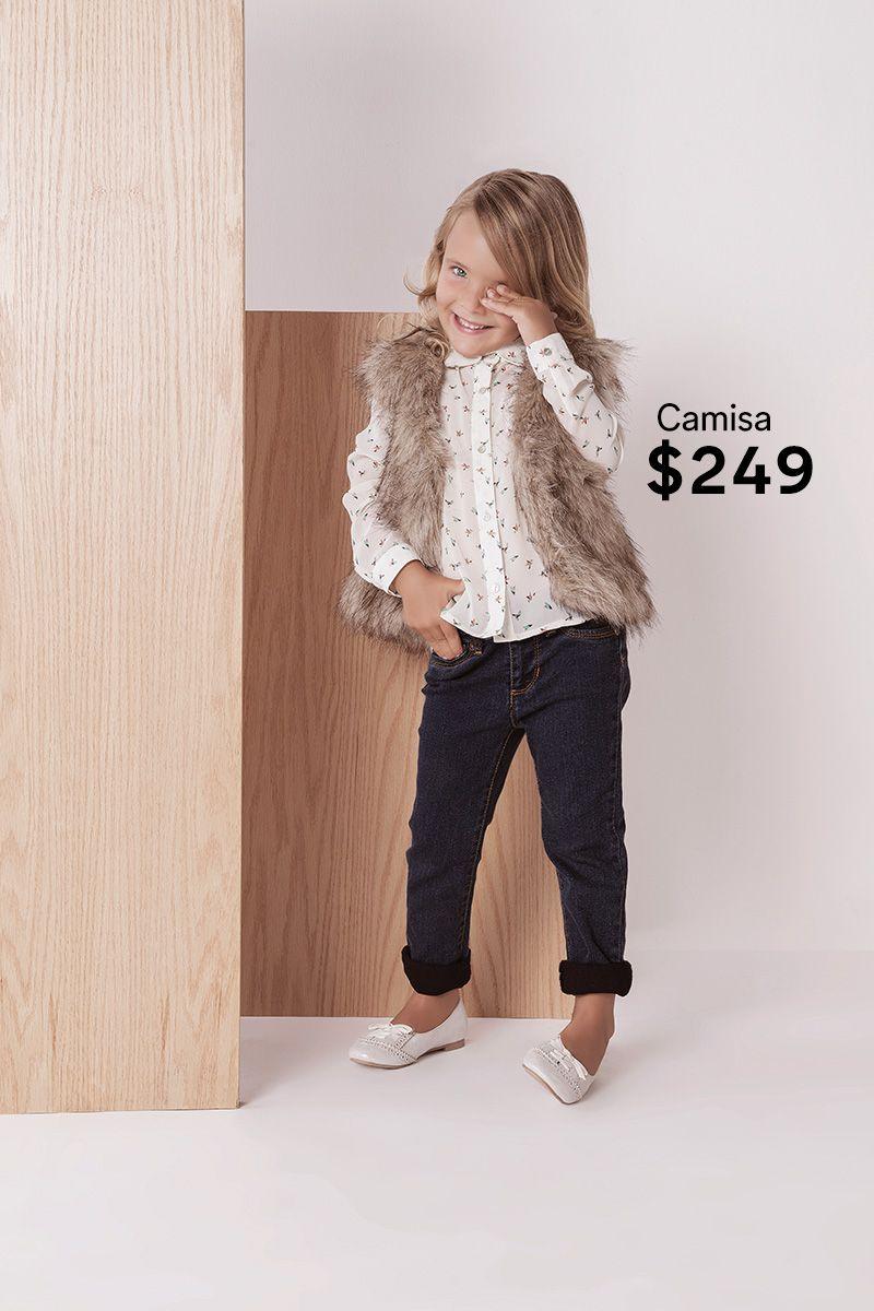 Tu Pequena Amara Este Chaleco Peludito Ademas Lo Puede Combinar Con Una Camisa Con Patrones Lindos Y Unos Jeans Moda Infantil Moda Roupas