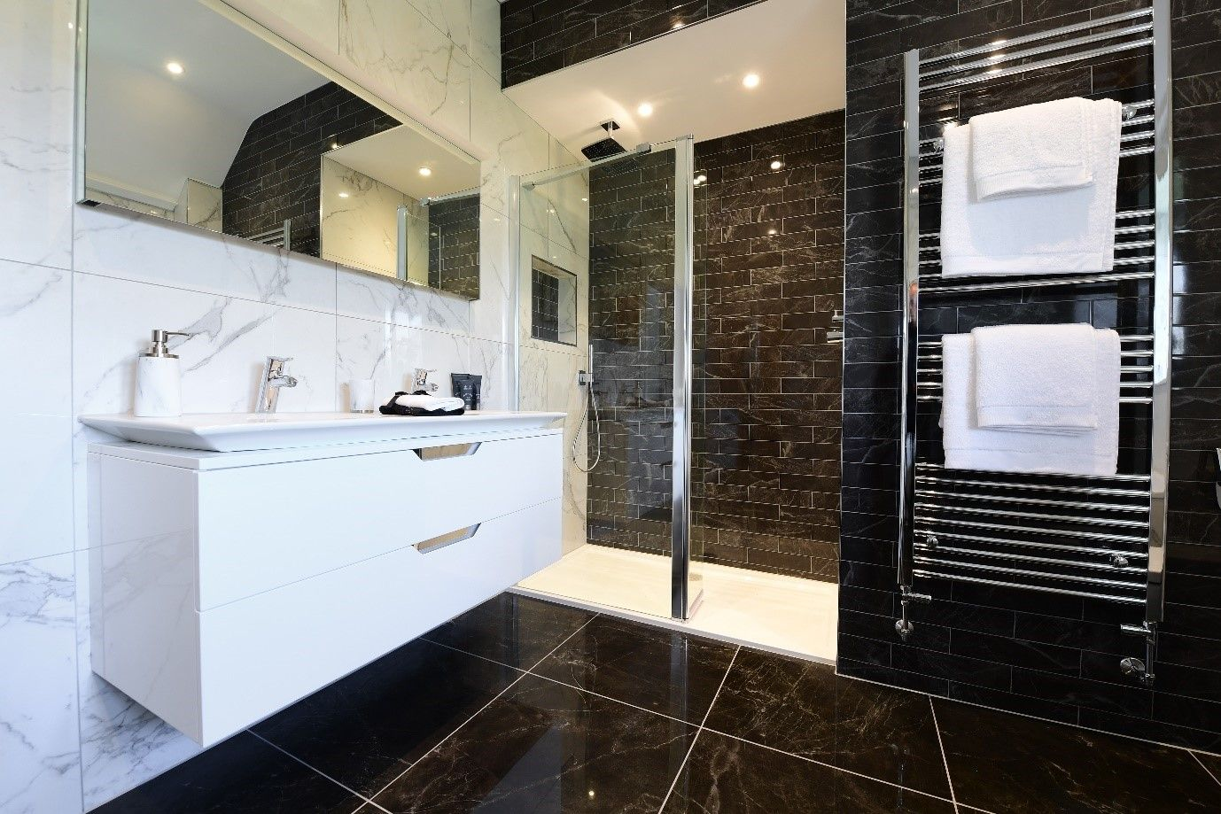 Stunning Marble Inspired Interiors Are Achieved Through The Minoli Marvel Porcelain Tiles Find Lux Black Marble Bathroom Luxury Hotels Interior Marble Effect