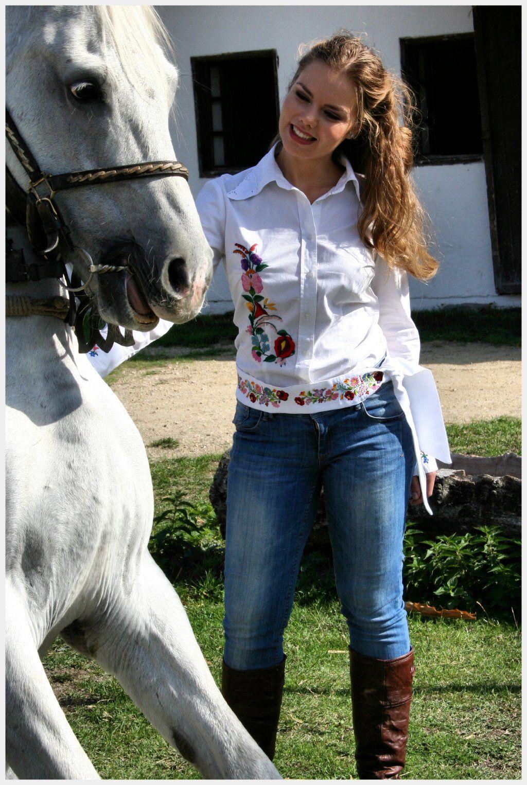 b83fccc9fafd Kalocsai Hímzett Ruhák - A Trendi kalocsai ruha! | Horses - photo