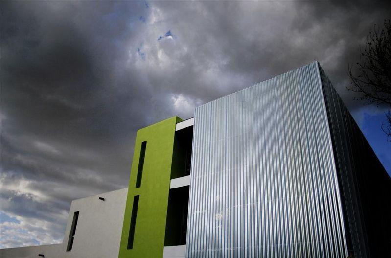 Envolvente Ventilada y Perforada para la Ludoteca de Sueca - Ingeniería y Construcción del Perfil S.A.