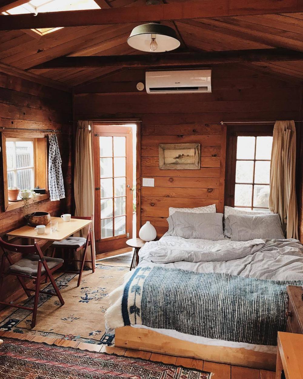 Pin By Jenn Fabian On Country Bedroom In 2020 Cozy Cabin Bedrooms Cabin Interior Design Cabin Room Design